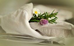 Tischwäsche, Servietten, Blumen,